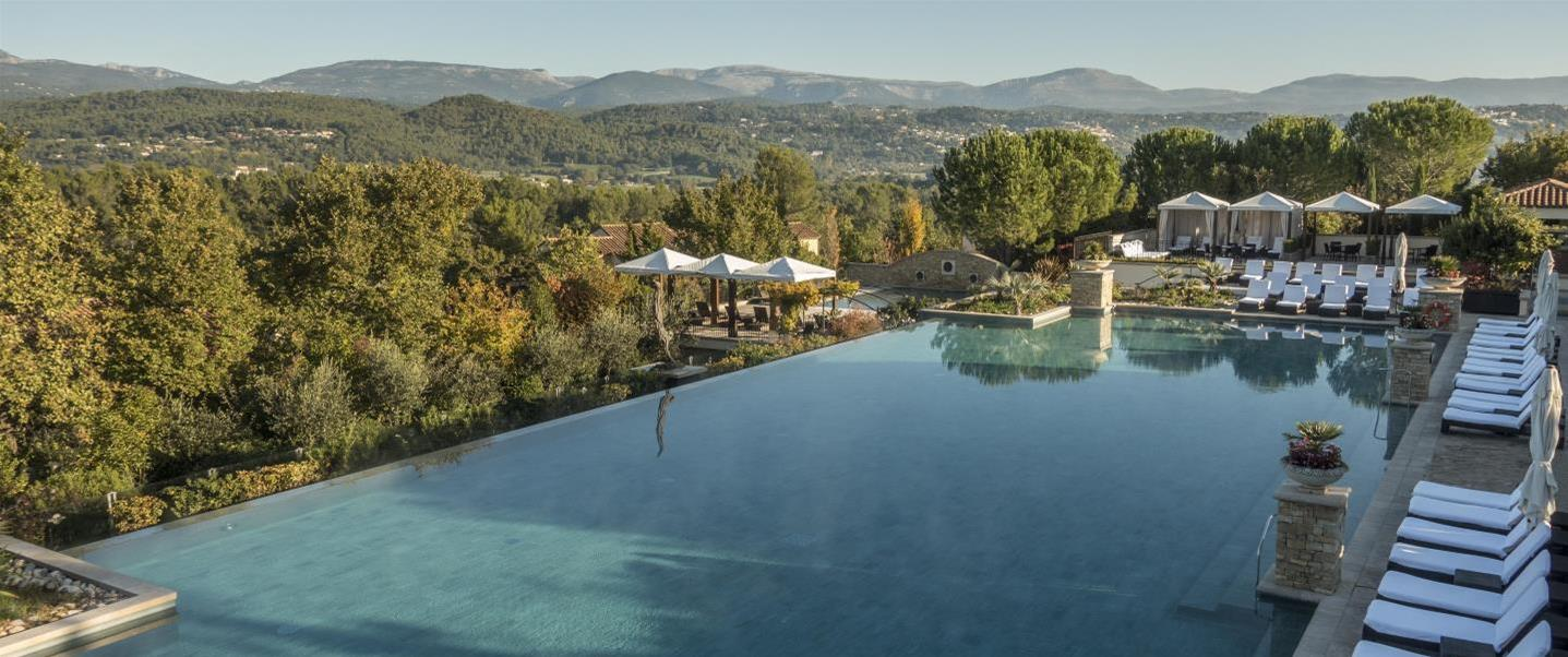 Terre-Blanche-piscine_destination-hero-image